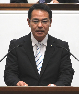 一般質問する上野県議=茨城県議会