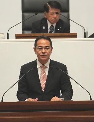 一般質問を行う上野議員=2018年9月12日